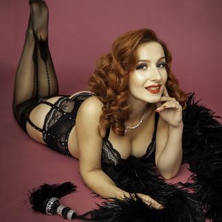 Madame de Minou burlesque artist