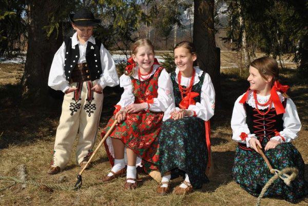 Członkowie ZPiT Orawianie w stroju Orawskim